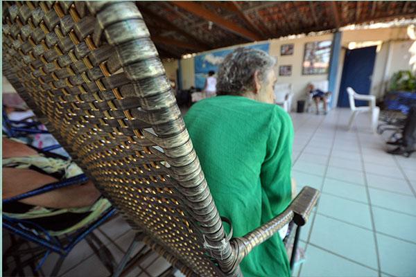 O Espaço Solidário de Mãe Luíza, que atende 48 idosos, corre risco de fechar por falta de recursos