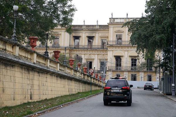 Incêndio que destruiu 90% do acervo do Museu Nacional completa um mês