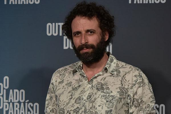 """Depois de ser o garimpeiro """"Rato"""" em O Outro lado do Paraíso"""", César Ferrario experimenta dinâmica de uma série de tv"""