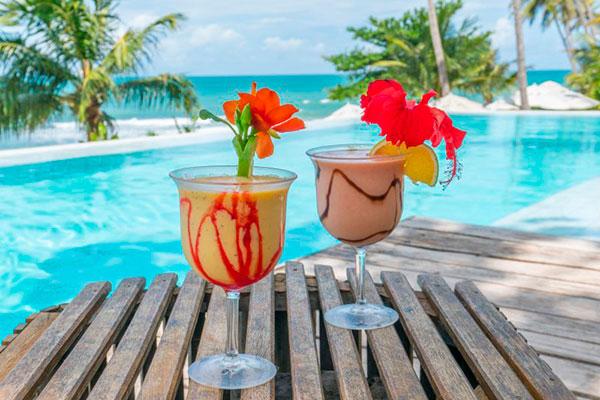 Em Tibau do Sul, a Ponta do Pirambu combina boa gastronomia à beira da piscina