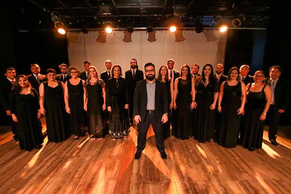 Renovado, Coral Canto do Povo traz naipe de 35 vozes e regência do maestro e pianista Eli Cavalcante