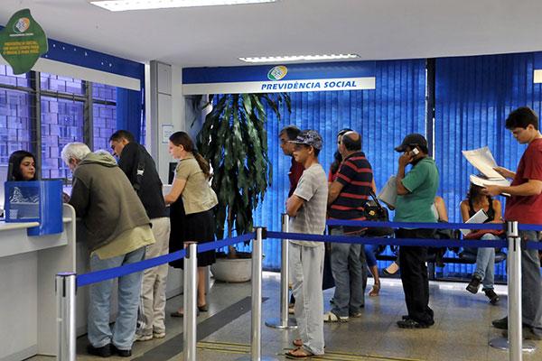Especialista disse que Bolsonaro, se eleito, deve endurecer reforma; Haddad retomará projeto parado