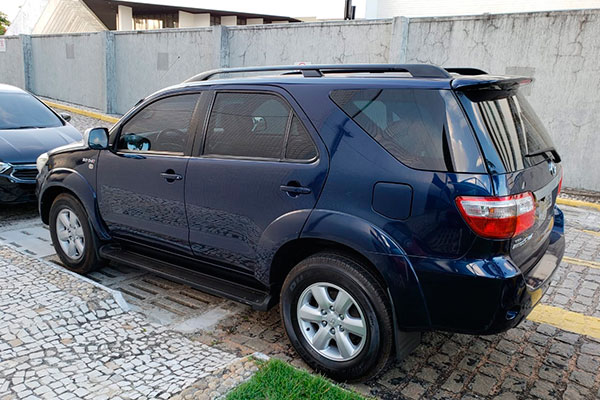 Em Natal, com o suspeito preso pela Polícia Federal, foram apreendidos cinco automóveis, entre eles, um blindado (foto)