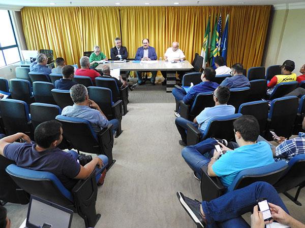 Presidente da FNF, José Vanildo, prometeu a direigentes dos clubes levar proposta a candidatos