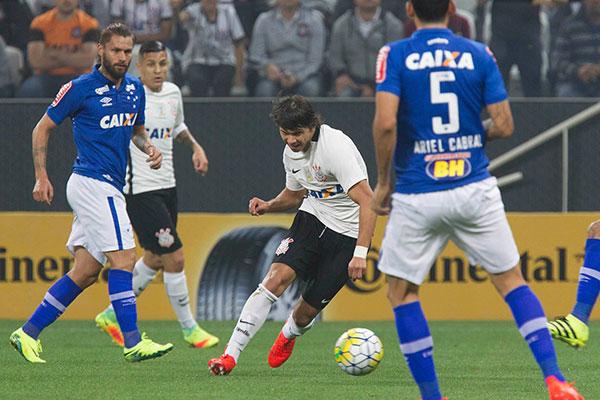 A forte marcação do Cruzeiro, no segundo tempo, acabou deixando o jogo muito mais lento
