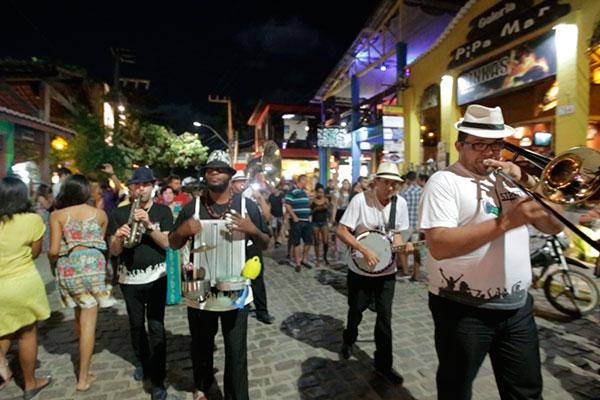 Bossa & Jazz Street Band volta a animar as ruas da Pipa