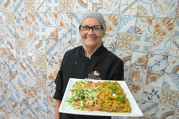 A mais famosa galinhada é servida na mesa da Totoia