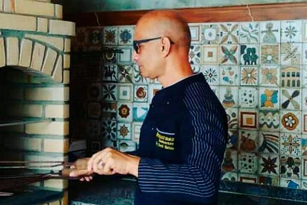 Em Pajuçara, o cozinheiro David Batista criou o Chef Saboroso e reedita pratos das clássicas cozinhas de restaurantes
