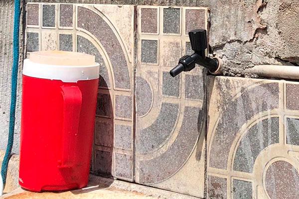 Moradores de Nova Parnamirim, em Parnamirim, enfrentam a falta de água principalmente nos finais de semana