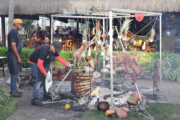 Maratona de assados na Tábua de Carne vai destacar técnicas como Fogo de Chão, com diversos tipos de iguarias assadas neste formato