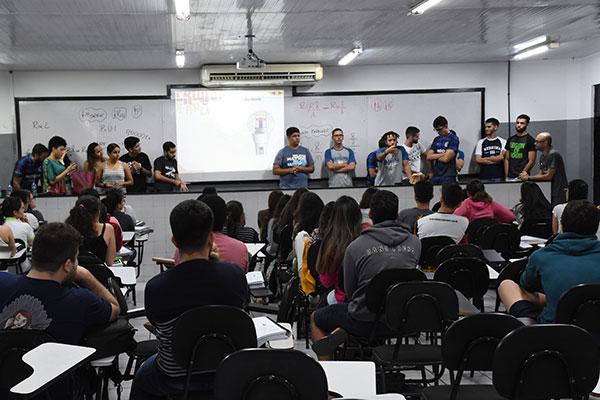 Candidatos intensificam os estudos na reta final. No domingo, serão aplicadas provas de linguagens, ciências humanas e redação