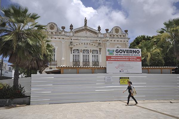 Teatro Alberto Maranhão também está fechado, mas teve sua reforma iniciada neste ano