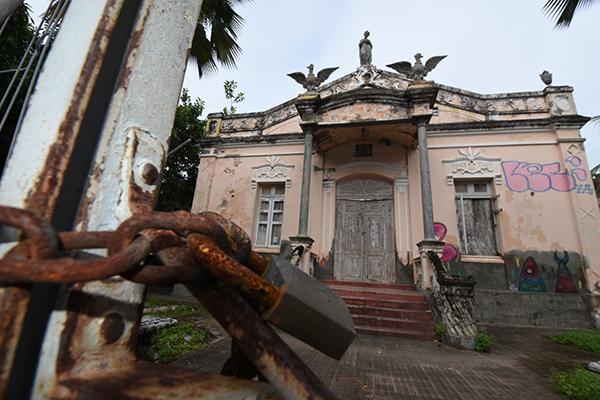 Mais antiga Faculdade de Direito do RN está fechada desde 2001, aguardando reformas
