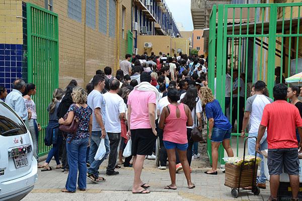 Estudantes que farão o exame nacional devem acessar seus cartões de inscrição para conferir o local e horário das provas