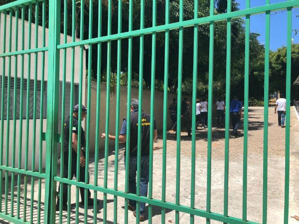 Portões foram fechados ao meio dia. Ninguém foi barrado