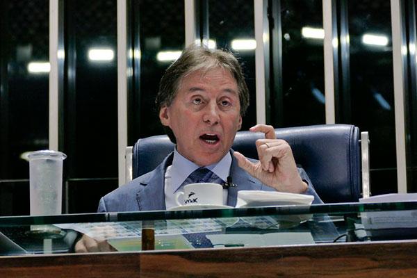 Eunício Oliveira negou ter manobrado para atender pressões do Supremo Tribunal Federal e da Procuradoria-Geral da República