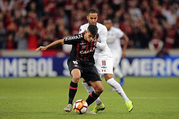 Atlético/PR e Fluminense fizeram bom jogo com muita marcação e também velocidade em campo