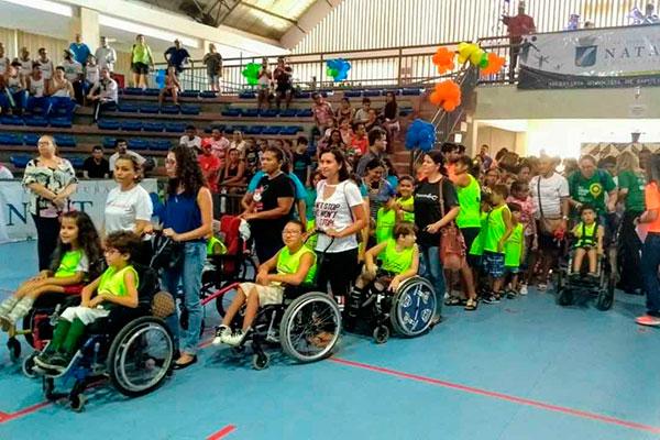 Atletas desfilaram na quadra do ginásio Djalma Maranhão, Palácio dos Esportes, em Natal