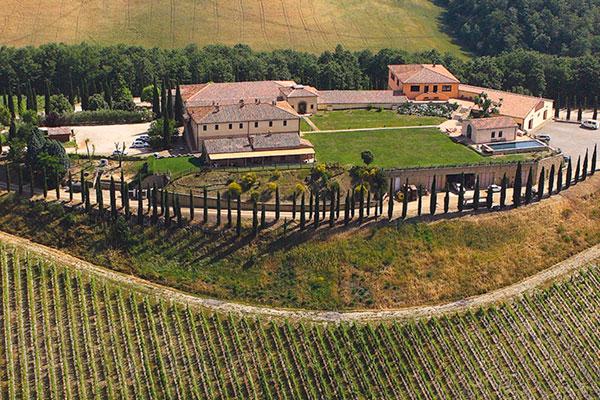 A paisagem da Toscana, incluíndo a Caparzo, foi cenário para o filme Cartas para Julieta