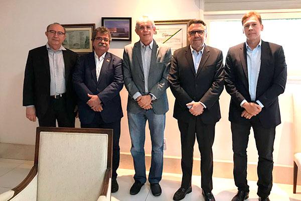 Ricardo Alves e Amaro Sales fizeram convite para governador Ricardo Coutinho participar de seminário Motores do Desenvolvimento