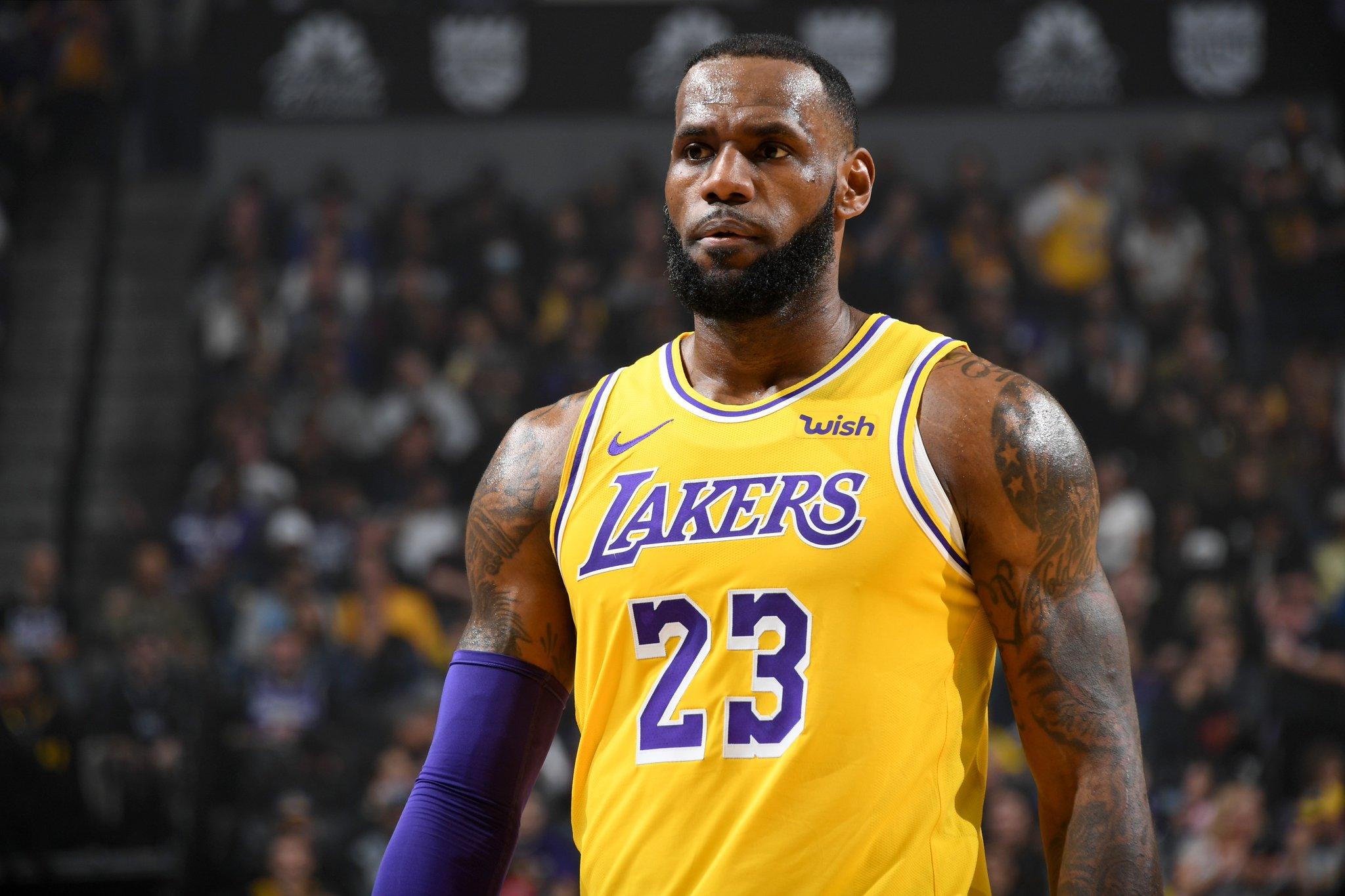 Lebron James conduziu o Lakers a mais um triunfo
