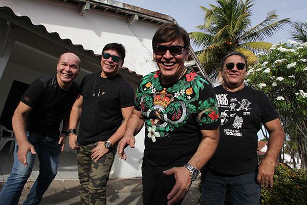 Nos anos 2000, a banda começou a comandar o trio elétrico do 'mela-mela' no carnaval de Macau, chegando a arrastar mais de 200 mil pessoas pelas ruas da cidade