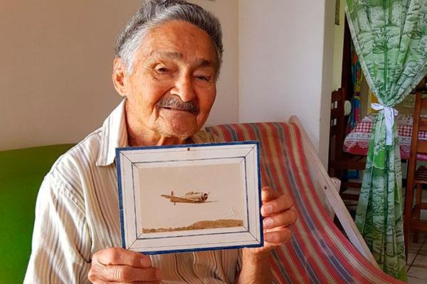 Exposição marca o encontro de Marcelus Bob, um dos artistas mais originais do Rio Grande do Norte, com aquele que foi o tema único do seu pai: os aviões da 2ª Guerra