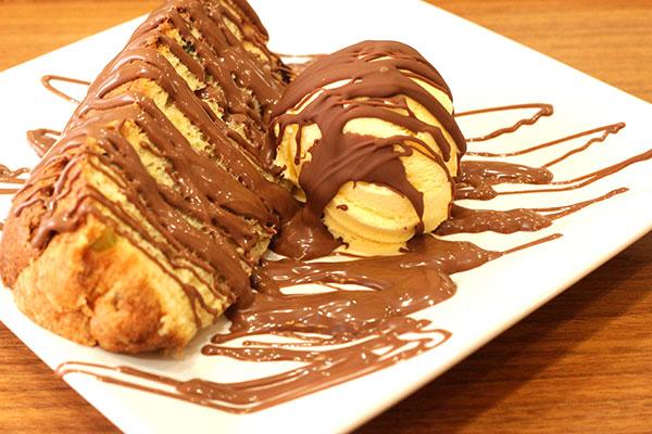 Tradicional panetone da Cacau Show também vira sobremesa no café