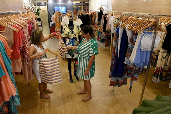 Lojas se prepararam para aumento nas vendas, mas temem revés
