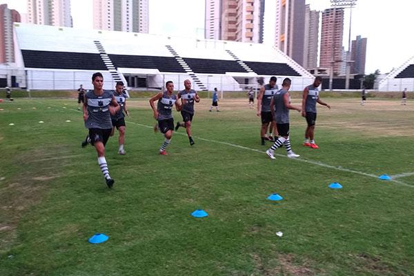 Time foi logo para campo treinar por ordem de Ranielle Ribeiro