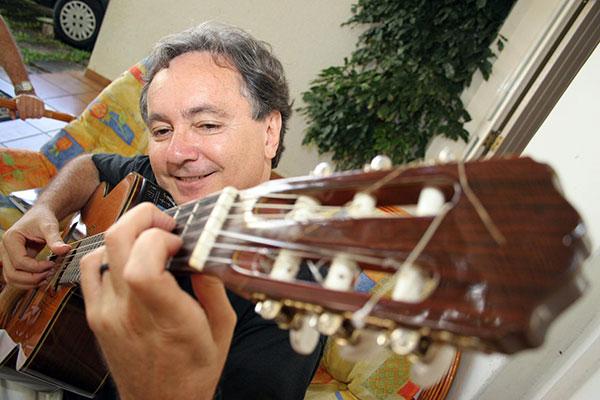 Encantado com o fenômeno da música instrumental no interior, Tico da Costa esboçou, em 2005, a ideia de um livro de partituras