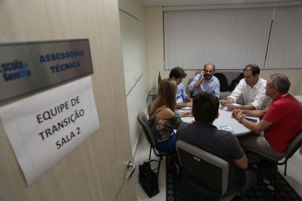 Equipe de transição analisa as informações e discute medidas para serem adotadas nos primeiros dias do próximo governo