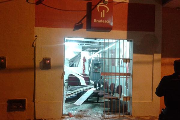 Agência bancária do Bradesco em Serra Caiada foi alvo dos bandidos na madrugada