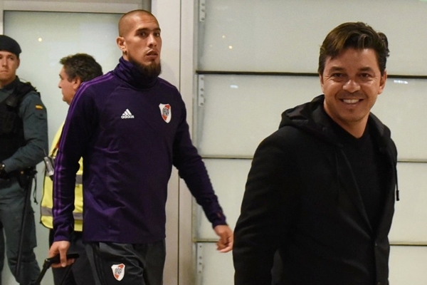 Maidana e o treinador do River, Marcello Gallardo, desembarcaram em Madrid para a grande final contar o Boca