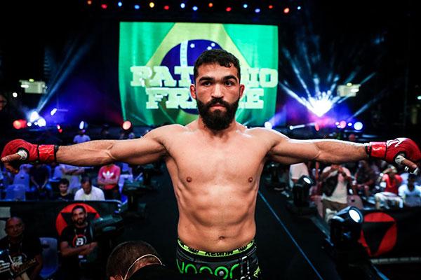Patrício Freire já virou uma verdadeira lenda do esporte e continua colecionando  vitórias ao longo da carreira como lutador de MMA