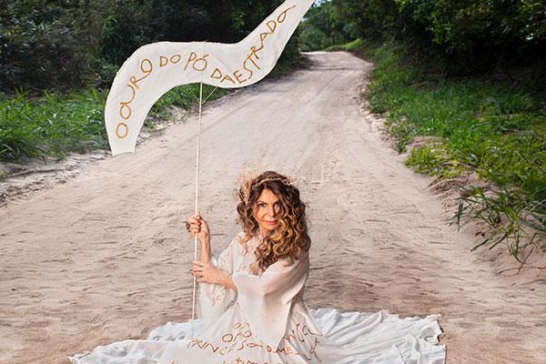 Elba Ramalho chega a Natal para show em que relembra canções de seus 40 anos de carreira
