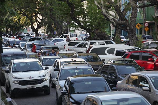 Caso o projeto vire lei, as empresas e motoristas de Uber terão 90 dias para habilitar a oferta do serviço na Secretaria de Mobilidade Urbana