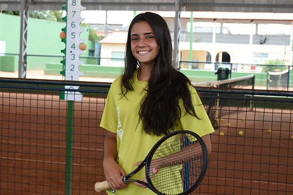 Depois de sair de Natal para morar no RJ com a família, Vitória Barandas voltou a Natal para treinar com a equipe no Aeroclube