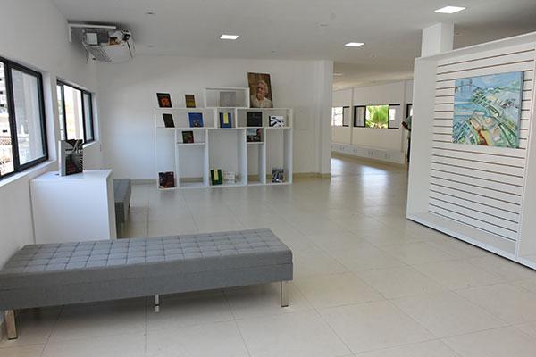 Andar térreo possui galeria de arte e área de eventos
