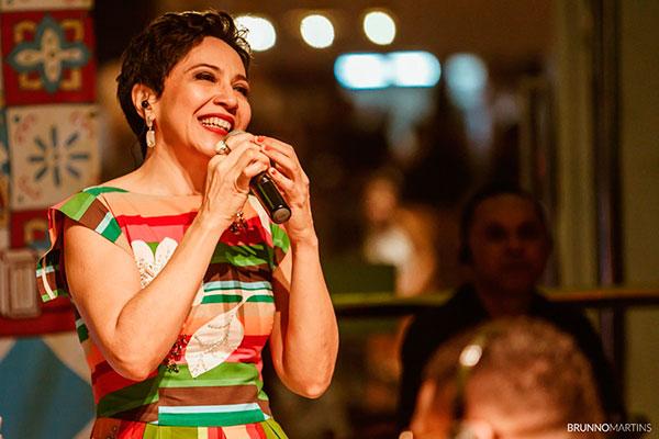 Valéria se dedicou ao samba, promovendo encontros entre várias gerações