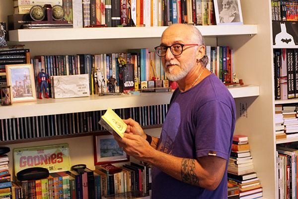 Jornalista Carlos Peixoto na poesia de Desejo de ser inútil