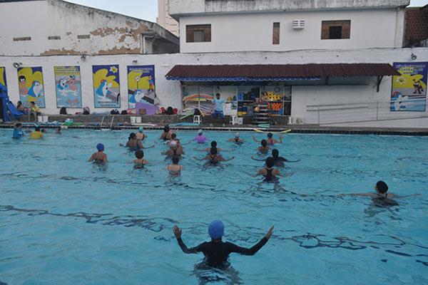 A hidroterapia é a modalidade favorita: diverte, refresca e tem baixo impacto