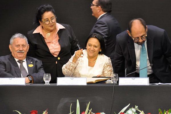 Resultado de imagem para FÁTIMA BEZERRA É EMPOSSADA GOVERNADORA DO RIO GRANDE DO NORTE