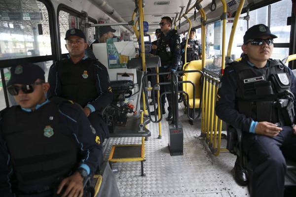 Ceará: policiamento ostensivo continua nos ônibus