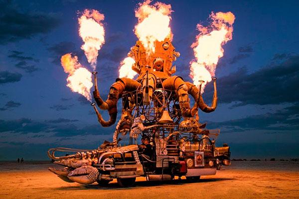 Espécie de geração pós-Woodstock, Burning Man é realizado há 30 anos nos EUA. As instações artísticas, construídas pelos participantes, encantam pela criatividade. Ao final, o fogo faz jus ao nome
