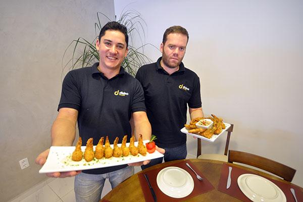 Os sócios Diego Oliveira e Hugo Fonseca tinham o sonho de levar o Divino para Candalária
