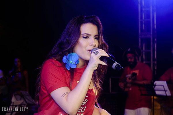 Cantora Daniela Fernandes integra o coletivo Ribeira Boêmia