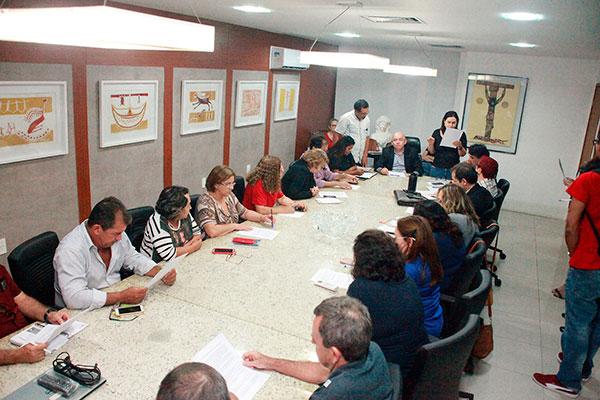 Reunião entre sindicatos e Governo, na última quarta-feira, selou acordo para pagamento de salário de janeiro