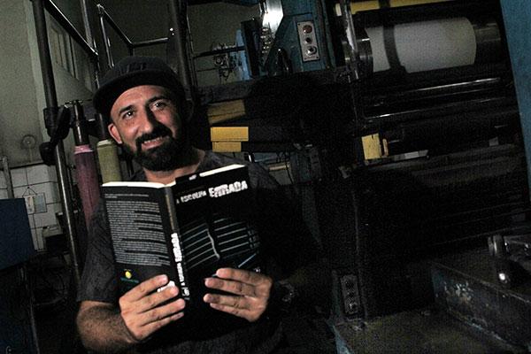 Newton Albuquerque, de 43 anos, passou dez anos preso. Dentro do sistema, começou a escrever um livro que foi publicado este ano