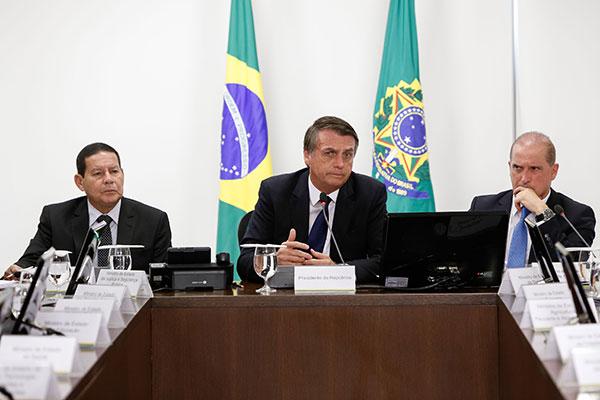 Presidente Jair Bolsonaro deve assinar decreto de flexibilização de posse de armas esta semana